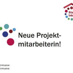 """Eine Grafik mit bunten Punkten und dem Logo von """"Stadt Inklusive!"""". In der Mitte steht geschrieben: Neue Projektmitarbeiterin!"""