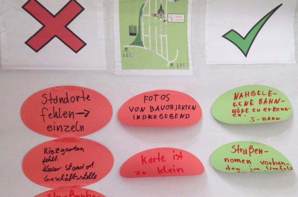 Flipchartpapier mit Verbesserungsvorschlägen für die Wegebeschreibung zum TÄKS