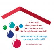 """Illustriert: Viele bunte Weihnachtskugeln und ein Text unter einem roten Dach. Der Text: """"Wir danken allen Unterstützern und Projektpartnern für die gute Zusammenarbeit! Und wünschen frohe Feiertage und alles Gute für 2018. Das Stadt Inklusive! - Team"""""""